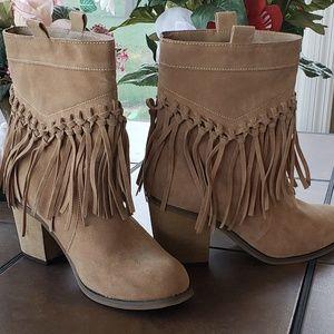 Shoes - Like new! Fringe tassel boots